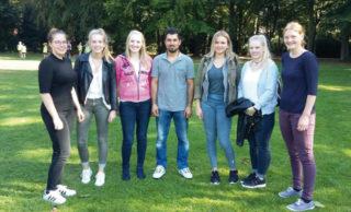 Obaid Hasan trifft sich mit den Abiturienten des Canisiusstifts. Foto: Patrick Walfort