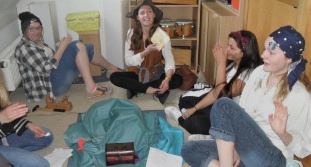 """Die Studierenden der Fachschule verwandelten unser Berufskolleg in einen """"Tatort"""". (Foto: SMMP/Passerschröer)"""