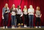 """Schülerinnen AHE 11A """"Spoken Words"""", Leitung: Nina Werpers"""
